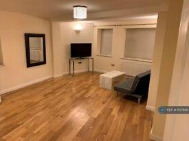 1 bedroom flat in Ilderton Road, London, SE16 (1 bed) (#1157948)