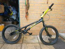 Onza sting trials bike