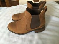 Ugg Bonham Chelsea Boot size 5