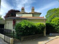 2 bedroom flat in South Lodge, Brighton, BN2 (2 bed) (#963876)