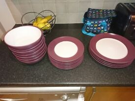 Dinner set, cream and purple