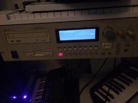 Akai CD3000XL sampler
