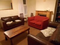 2 rooms in 4 bed Houseshare close to city centre