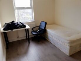 Great double room in Plaistow walking distance to Canning Town station *135pw* call me 07903476502!!