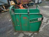 Iae large calf dehorning vaccination crate crush has rear holding handle tractor