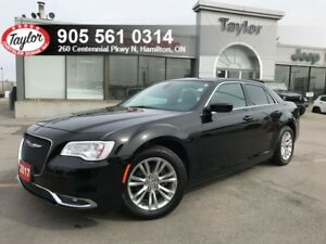 2017 Chrysler 300 Touring w/Leather, Navigation, Pano Sunroof