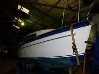 18 ft drop keel sailing boat