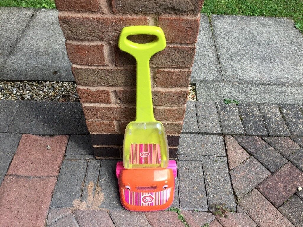 Chad valley toy vacuum cleaner £5 can deliverif local call 07812980350