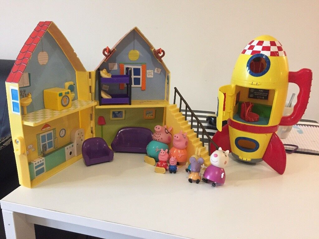 Peppa pig house , rocket and extra figures