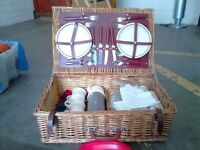 TRADITIONAL PICNIC HAMPER