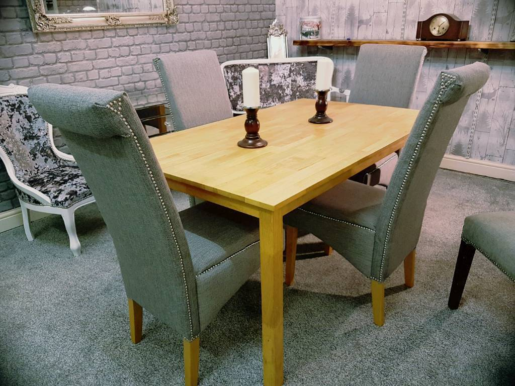 Like New Solid Wood Dining Table 4 Chairs
