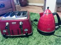 Delonghi red toaster and kettle