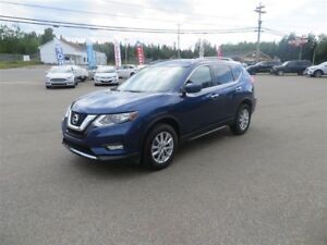 2017 Nissan Rogue SV AWD, SUNROOF, HTD SEATS, CAMERA!