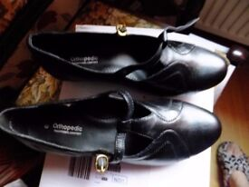 T Bar Orthapedic black shoes size 6EE