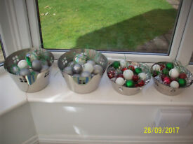 4 STAINLESS STEEL DECO STYLE BOWLS WITH XMAS DECORATIONS
