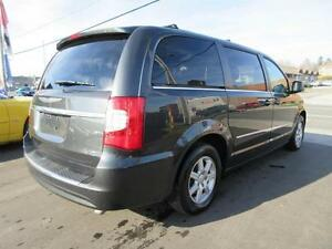 2011 Chrysler Town and Country Cambridge Kitchener Area image 5