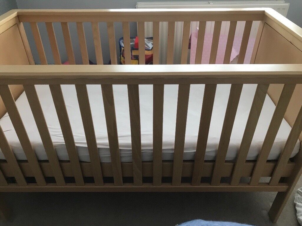 Mamas & Papas Wooden Cot in Good Condition