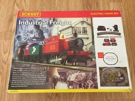HORNBY INDUSTRIAL FREIGHT MODEL RAILWAY ELECTRIC TRAIN SET R1015