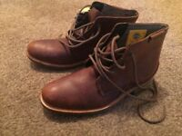 Caterpillar Lace-up Leather Boots... New.. UK 8
