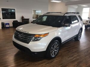 2015 Ford Explorer XLT 4WD Appearance pack. (s-roof/leather]