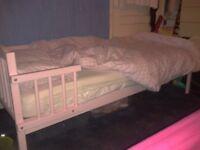 Girls Toddler bed ln pink