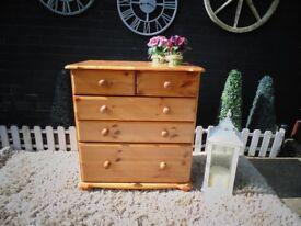 SOLID PINE CHEST OF DRAWERS 3+2 DRAWERS SOLID UNIT AND IT'S IN VERY GOOD CONDITION