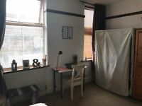 Large double room to rent in refurbished shared house close to high st.