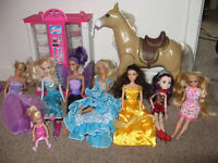Barbies (7) & horse & accessory machine