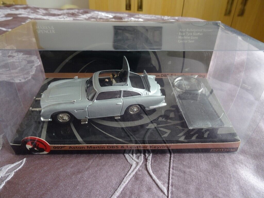 new 007 aston martin db5 & leather key-ring (boxed)   in norwich