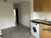 1 bedroom flat in Whitton Avenue East, Greenford, UB6 (1 bed) (#607067)