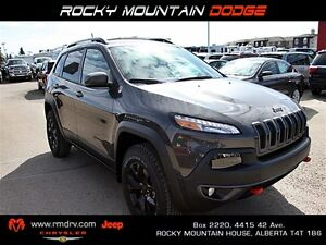 2016 Jeep Cherokee Trailhawk 4x4 / Blind Spot and Cross Path Det