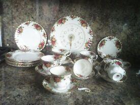 Vintage Royal Albert Bone China Old Country Rose 33 piece set