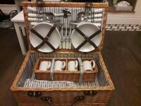 Picnic Hamper Luxury (4 persons)