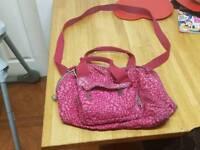 Ladies pink kipling bag with adjustable and detachable shoulder strap