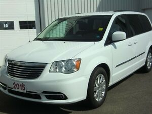 2015 Chrysler Town & Country Touring-7 PASS INSPECTED