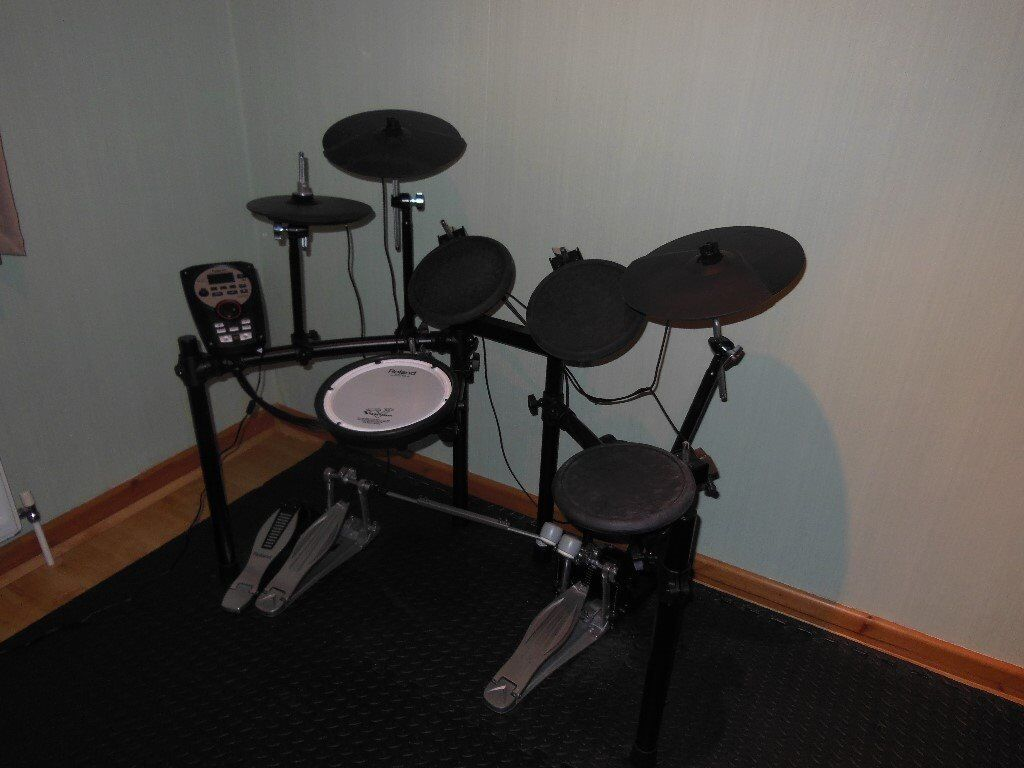 Electric drum kit with double pedal