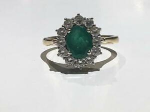 #1474 18K YELLOW GOLD LADIES EMERALD RING SURROUNDED BY DIAMONDS! *SIZE 7* JUST BACK FROM APPRAISAL AT $3850.00!!
