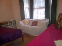 Fulham Large Twin Room Share for 1 Female Avail Now