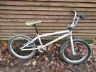 Mongoose capture bmw, 20 in wheels, gyro, 10.5 in frame, 3 piece crank brakes all work age 5+