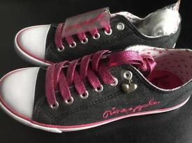 Brand new size 4 trainers plimsoles by Pineapple