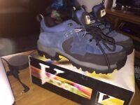 Brand new unisex Genuine unisex V-Tech sport size 5 steel toe trainers