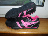BRAND NEW WITHOUT BOX........SIZE 4