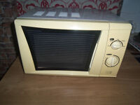 SMALL COMPACT MICROWAVE OVEN CLEAN INSIDE