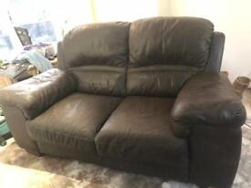 Divano 2 piece suite. 1x 3 seater and matching 2 seater