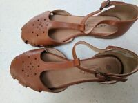 Ladies size 4 leather tan sandlles