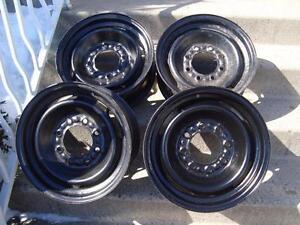 """4-GM Black Steel rims 8-Studs (holes) 16"""" Jantes 8-Troues"""