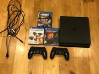 PS4 slim + 2 controllers + 3 games + hdmi and power cable