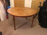 Expandable Dinning Table and 4 Chairs