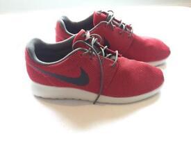 Nike Roche Run size 9.5 **NEW**