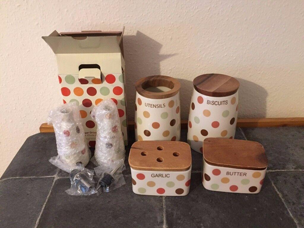 T&G Woodware Ltd Spot On Kitchen Storage Pots/ Jars
